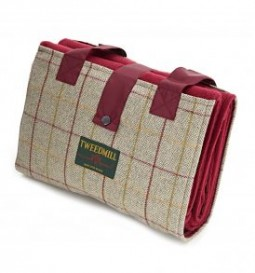 Picnic rug light tweed wine